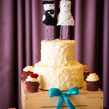 whimsical wedding cake cupcakes